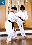 2人で組んで行う柔軟体操の例3